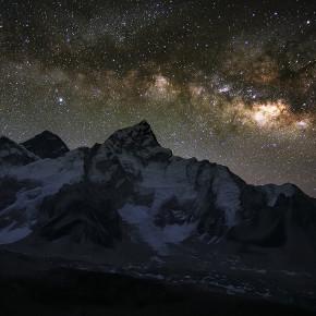 Восход Млечного пути над Эверестом и Нупцзе